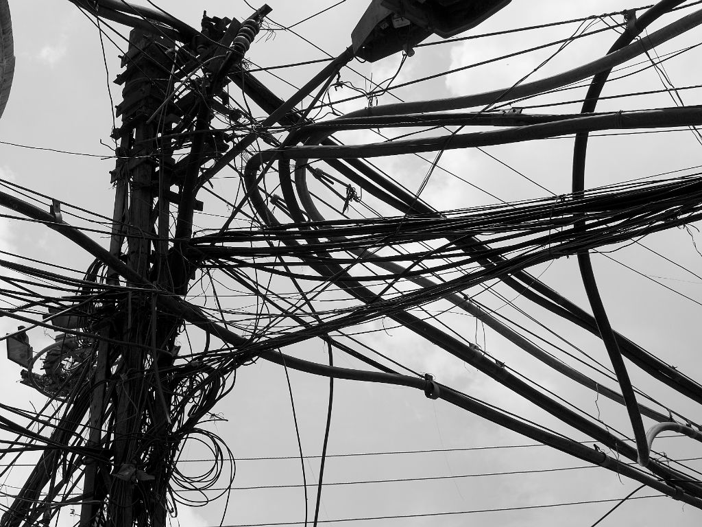 Cables en la calle, Delhi (India), 2010