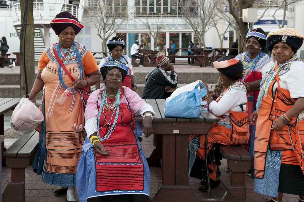 Cape Town, tribal women in Waterfront
